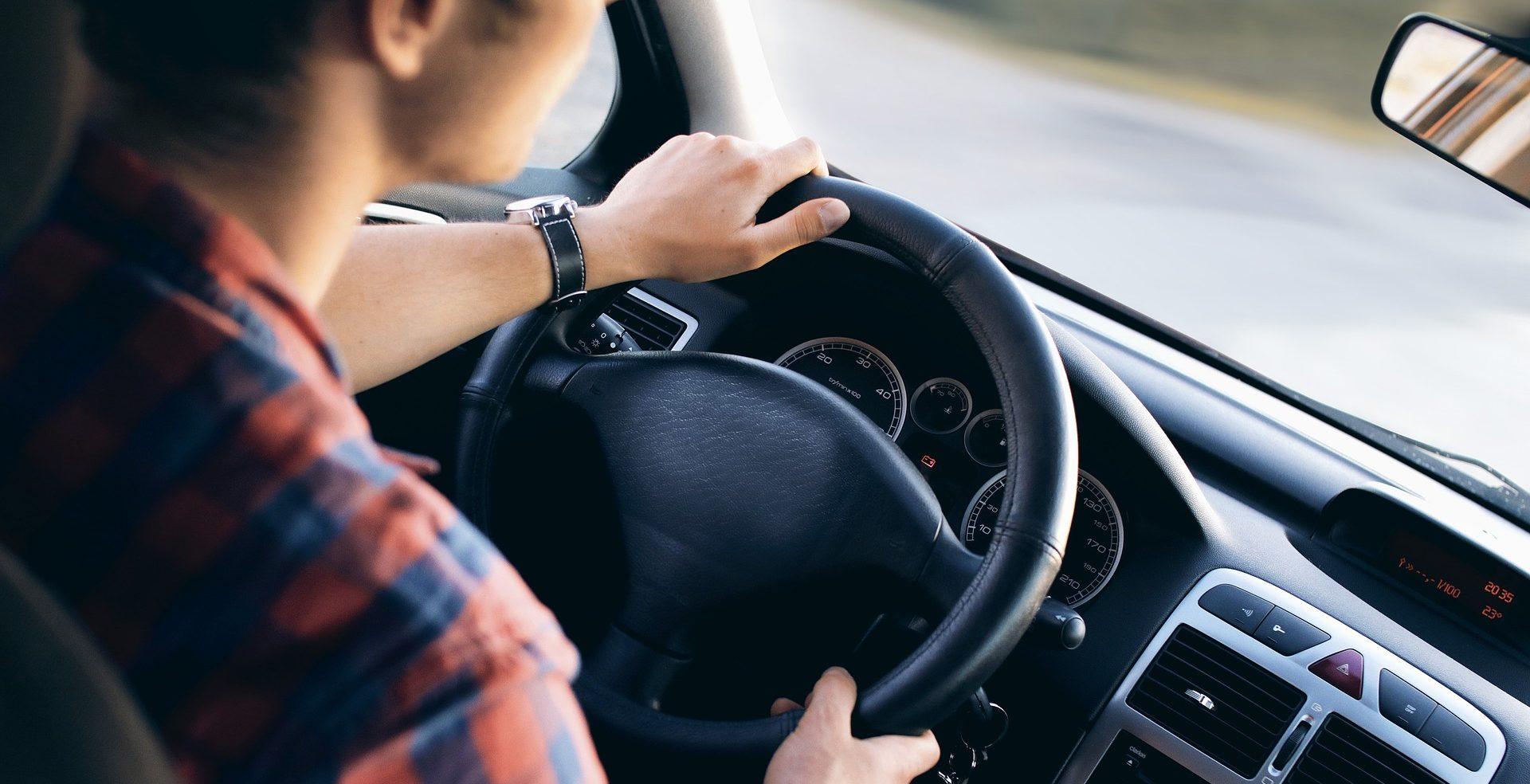 6 consejos para viajar seguros dentro del coche